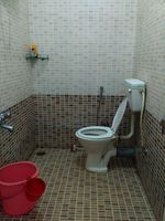 11OAU00498: Bathroom 2