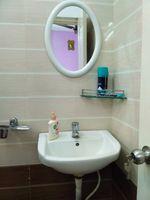 11OAU00498: Bathroom 1