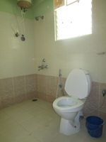 13A4U00373: Bathroom 2