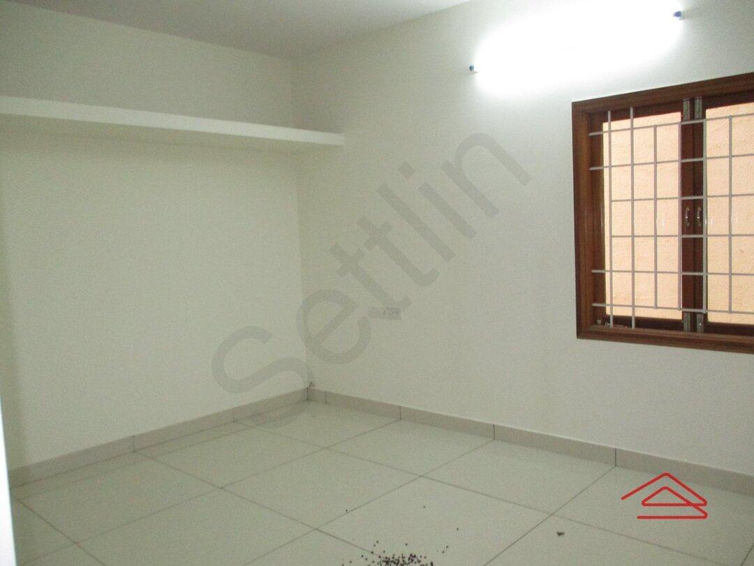15J7U00351: Bedroom 1