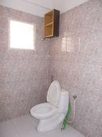11DCU00010: Bathroom 1