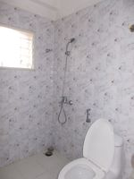 11DCU00010: Bathroom 2