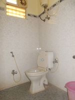 13M5U00627: Bathroom 2