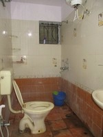 10J7U00053: Bathroom 1