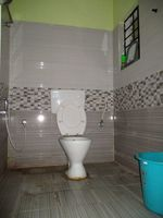 10A8U00005: Bathroom 1