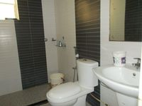 12OAU00174: Bathroom 1