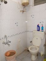 13M5U00147: Bathroom 2