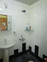 13M5U00032: Bathroom 1