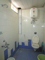 13M5U00032: Bathroom 2