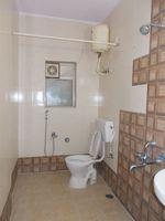 12M5U00264: Bathroom 2