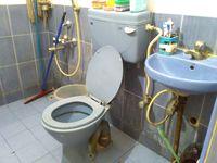 11S9U00009: Bathroom 3