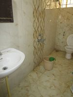 13A4U00201: Bathroom 2