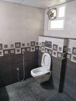 12J7U00345: Bathroom 1