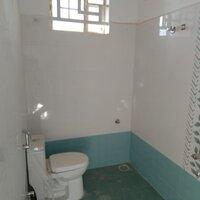 15J6U00042: Bathroom 1