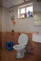 13M5U00514: Bathroom 2