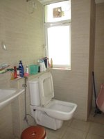 14J7U00021: Bathroom 1
