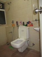 14J7U00021: Bathroom 2