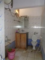 12OAU00058: Bathroom 2