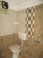 11DCU00390: Bathroom 2