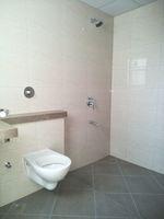 13J7U00462: Bathroom 3