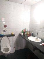 13S9U00158: Bathroom 1