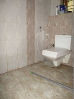 10A8U00417: Bathroom 2