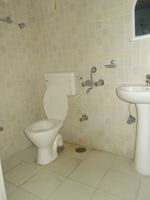 13J6U00163: Bathroom 1