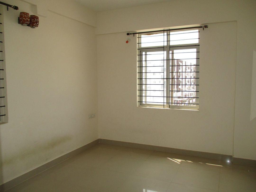 10J7U00009: Bedroom 1