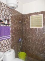 12DCU00283: Bathroom 1