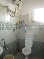 13M5U00114: Bathroom 1