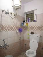 13M5U00114: Bathroom 2