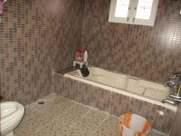 10M5U00054: Bathroom 2
