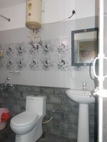 13J1U00117: Bathroom 1