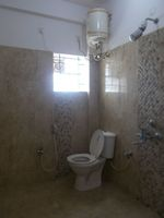 13J6U00253: Bathroom 2