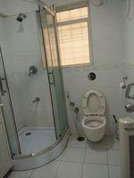11S9U00198: Bathroom 2