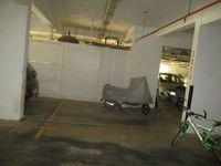 13M5U00070: parking 1