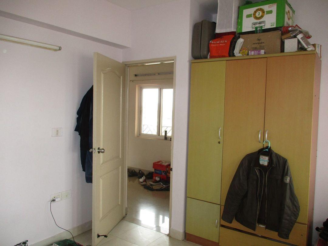 10J7U00032: Bedroom 2