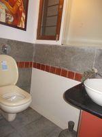 12J6U00131: Bathroom 2