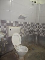 14J7U00006: Bathroom 1