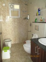 15OAU00175: Bathroom 1