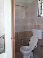 14M3U00281: bathrooms 2