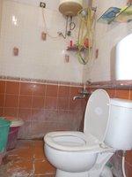 14J1U00301: Bathroom 2