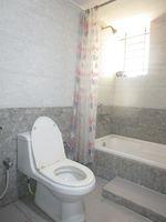 13M5U00578: Bathroom 1