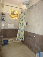 13M5U00578: Bathroom 2