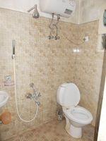 13M5U00199: Bathroom 2