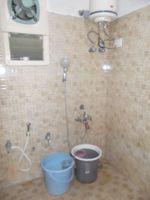 13M5U00199: Bathroom 1