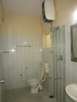 14F2U00060: Bathroom 2