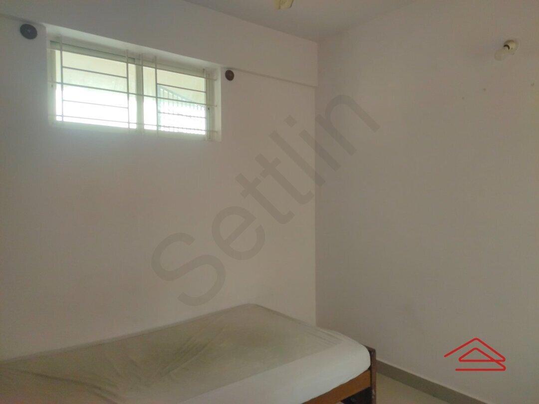 15F2U00410: Bedroom 1