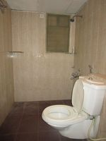 13J6U00143: Bathroom 2