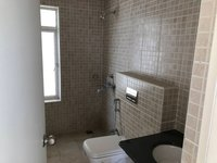 13DCU00083: Bathroom 3
